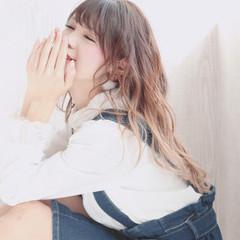 ハイトーンカラー 外国人風フェミニン グラデーションカラー ロング ヘアスタイルや髪型の写真・画像