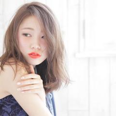 アッシュ ゆるふわ 大人かわいい フェミニン ヘアスタイルや髪型の写真・画像