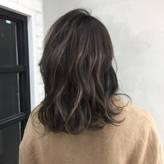 ストリート ハイライト グレージュ ミディアム ヘアスタイルや髪型の写真・画像