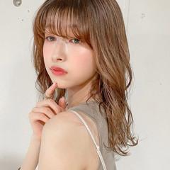 ミディアム レイヤーカット ナチュラル ゆるふわパーマ ヘアスタイルや髪型の写真・画像