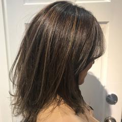 ミディアム グレー ハイライト モード ヘアスタイルや髪型の写真・画像