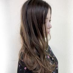 ロング 大人かわいい グラデーションカラー 波ウェーブ ヘアスタイルや髪型の写真・画像