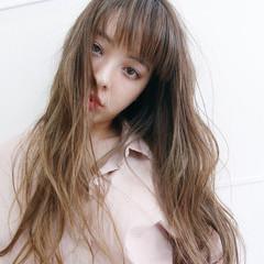 グレージュ アンニュイ 外国人風カラー ロング ヘアスタイルや髪型の写真・画像