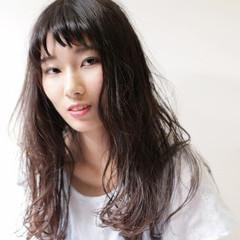 抜け感 リラックス ロング パーマ ヘアスタイルや髪型の写真・画像