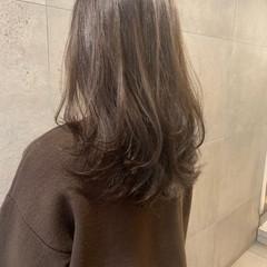 ナチュラル ロング レイヤーカット 透明感カラー ヘアスタイルや髪型の写真・画像