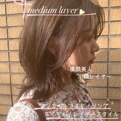 ミディアム フェミニン 簡単スタイリング レイヤーカット ヘアスタイルや髪型の写真・画像