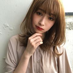 フェミニン ふんわり前髪 大人ミディアム 斜め前髪 ヘアスタイルや髪型の写真・画像