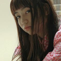オン眉 暗髪 ガーリー ロング ヘアスタイルや髪型の写真・画像