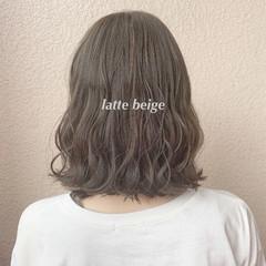 ブリーチなし 切りっぱなしボブ ミディアム ミルクティーベージュ ヘアスタイルや髪型の写真・画像
