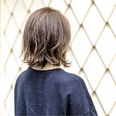 グラデーションカラー 外国人風カラー アッシュ くせ毛風 ヘアスタイルや髪型の写真・画像