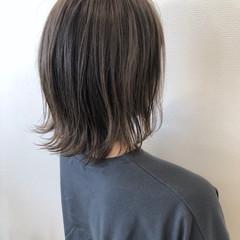 外ハネボブ アッシュベージュ ヘアスタイル ミディアム ヘアスタイルや髪型の写真・画像