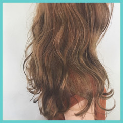 ゆるふわ 外国人風 ベージュ セミロング ヘアスタイルや髪型の写真・画像