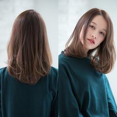 アッシュ ゆるふわ 透明感 ナチュラル ヘアスタイルや髪型の写真・画像