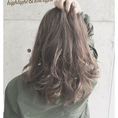 アッシュグレー アッシュ グレーアッシュ ハイライト ヘアスタイルや髪型の写真・画像