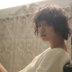 アッシュ 外ハネ ショート 暗髪 ヘアスタイルや髪型の写真・画像