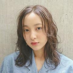 アンニュイ リラックス ウェーブ ミディアム ヘアスタイルや髪型の写真・画像