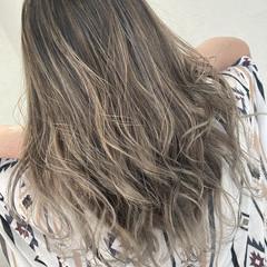 大人ハイライト グラデーション ブリーチカラー エレガント ヘアスタイルや髪型の写真・画像