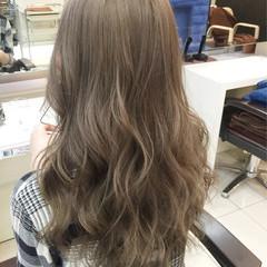 外国人風カラー ねじり ブリーチ ガーリー ヘアスタイルや髪型の写真・画像