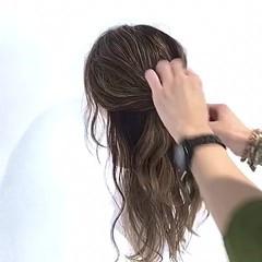 簡単ヘアアレンジ デート ナチュラル ロング ヘアスタイルや髪型の写真・画像