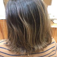 ミディアム ブリーチなし グラデーションカラー ナチュラル ヘアスタイルや髪型の写真・画像