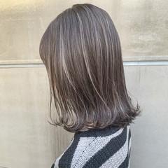 バレイヤージュ 成人式 ハイライト ミディアム ヘアスタイルや髪型の写真・画像