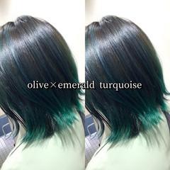 インナーカラー ミディアム グリーン ターコイズブルー ヘアスタイルや髪型の写真・画像