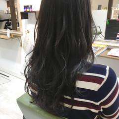 アンニュイほつれヘア ハイライト ウェーブ アッシュ ヘアスタイルや髪型の写真・画像