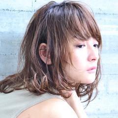 ミディアム デート 秋 ナチュラル ヘアスタイルや髪型の写真・画像