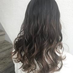 ナチュラル グラデーションカラー 黒髪 バレイヤージュ ヘアスタイルや髪型の写真・画像