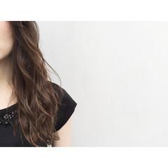 ナチュラル アッシュ 暗髪 フェミニン ヘアスタイルや髪型の写真・画像