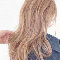 ヌーディベージュ ベージュ シアーベージュ ロング ヘアスタイルや髪型の写真・画像