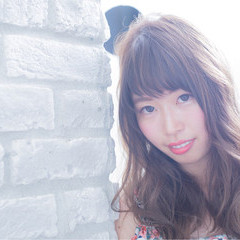 ロング フェミニン 外国人風カラー 秋 ヘアスタイルや髪型の写真・画像