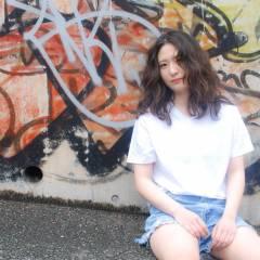 グラデーションカラー ストリート センターパート ブラウンベージュ ヘアスタイルや髪型の写真・画像