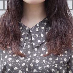 ウェーブ グラデーションカラー ブリーチ セミロング ヘアスタイルや髪型の写真・画像