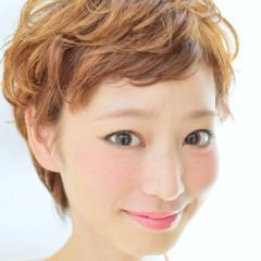 ショート 前髪あり フェミニン ガーリー ヘアスタイルや髪型の写真・画像