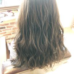 ロング ゆるウェーブ ゆるふわ フェミニン ヘアスタイルや髪型の写真・画像