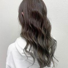 シルバーアッシュ バレイヤージュ グレージュ ロング ヘアスタイルや髪型の写真・画像