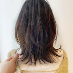 フェミニン 重軽 切りっぱなしボブ ミディアムレイヤー ヘアスタイルや髪型の写真・画像