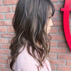 外国人風 グラデーションカラー グレージュ ナチュラル ヘアスタイルや髪型の写真・画像