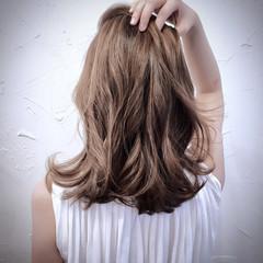 フェミニン ミディアム ハイライト ナチュラル ヘアスタイルや髪型の写真・画像