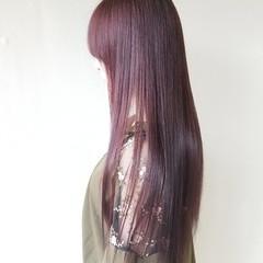 ピンク レッド ロング ストレート ヘアスタイルや髪型の写真・画像