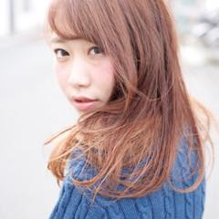 セミロング リラックス 大人かわいい 色気 ヘアスタイルや髪型の写真・画像
