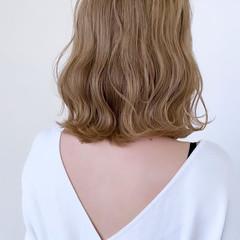 ブリーチオンカラー  ミルクティーベージュ ブリーチカラー ヘアスタイルや髪型の写真・画像