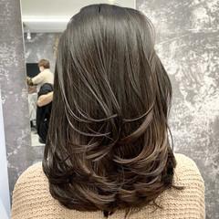 ミディアム アンニュイ ミディアムレイヤー レイヤースタイル ヘアスタイルや髪型の写真・画像