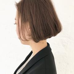 ベージュ エレガント ボブ 切りっぱなし ヘアスタイルや髪型の写真・画像