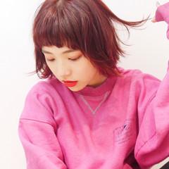 ベリーピンク ピンク ショート ウェットヘア ヘアスタイルや髪型の写真・画像