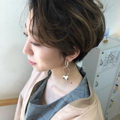 フェミニン ハンサムショート ショート 透明感 ヘアスタイルや髪型の写真・画像