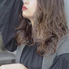 ナチュラル レイヤースタイル レイヤーヘアー アンニュイほつれヘア ヘアスタイルや髪型の写真・画像