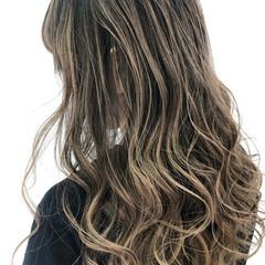 ブリーチ必須 バレイヤージュ 外国人風カラー コントラストハイライト ヘアスタイルや髪型の写真・画像