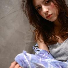 暗髪 ストリート ゆるふわ 外国人風 ヘアスタイルや髪型の写真・画像